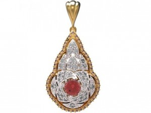 Gold pendant with diamonds 22