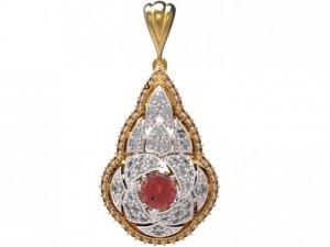 Gold pendant with diamonds 22